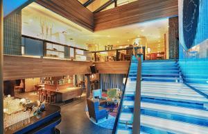 klaus-k-hotel-livingroom_stairs